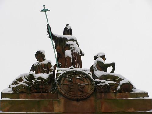 Snowy Merchant Hotel Belfast Statue