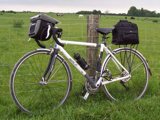 Kinesis Racelight T2 with Altura handlebar bag and rack bag