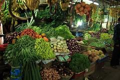 - Nuwara Eliya, the market - (dcem) Tags: market srilanka nuwaraeliya serendib ceylan 400d canonefs1855mm3556