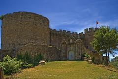 Castillo (Castle) de Mombeltran (McGuiver) Tags: castles canon avila castillos castillaylen castells mombeltran tamron18200 canoneos400d