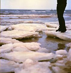 Eisschollen an der Ostsee (horst kotte) Tags: winter kodak balticsea 150 hasselblad portra ostsee sonnar 503cx eisscholle
