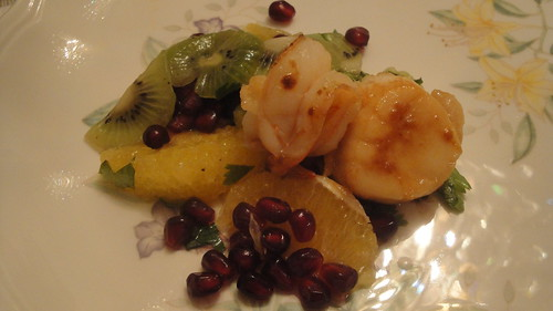 Seared scallops and shrimps with fruit salsa 干貝,蝦和水果沙拉