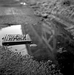 (andre dos santos) Tags: nyc newyorkcity blackandwhite newyork 120 6x6 tlr film rollei rolleiflex zeiss mediumformat square lens reflex twin retro queens 80s squareformat lic medium format 80 longislandcity 35e planar twinlensreflex f35 75mm rolleiretro80s rolleiretro80