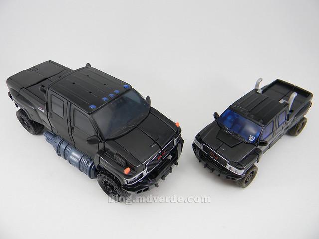 Transformers Ironhide HftD Deluxe - modo alterno vs Voyager