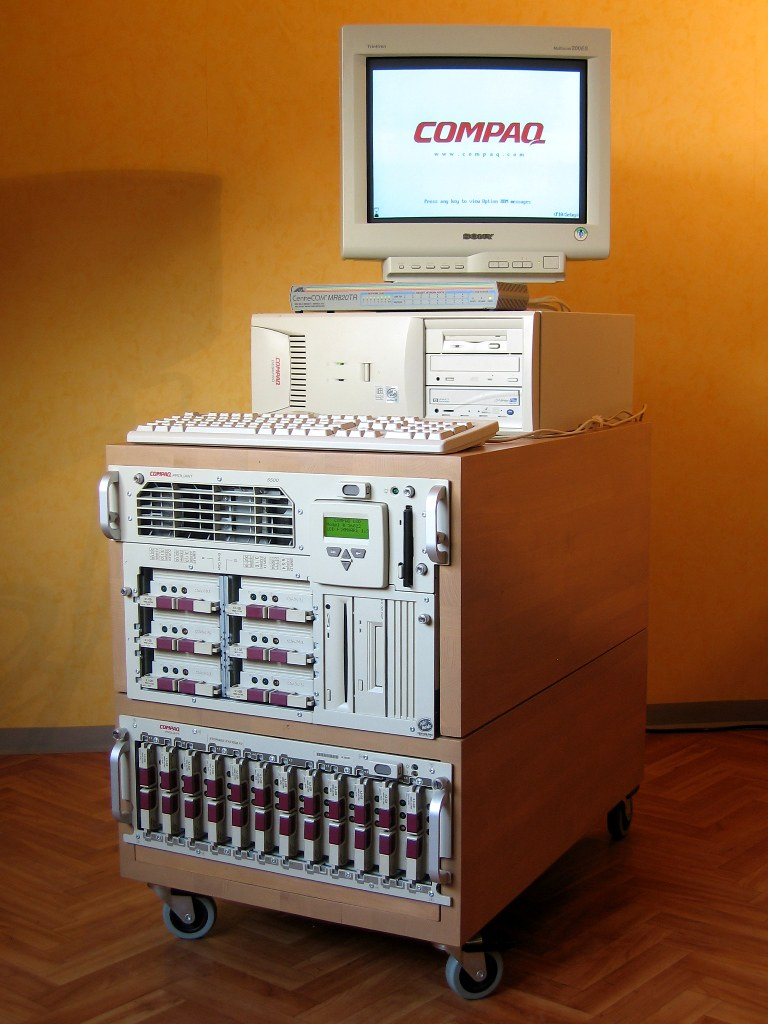 Compaq Proliant 5500 Server 2*Pentium3@500MHz 512MB RAM 0HDD Posts ...