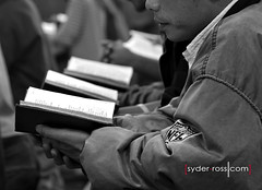 To pray in India (1) (syder.ross) Tags: bw india book nikon hand prayer libro mani bn libros biblia topray d700 syderross