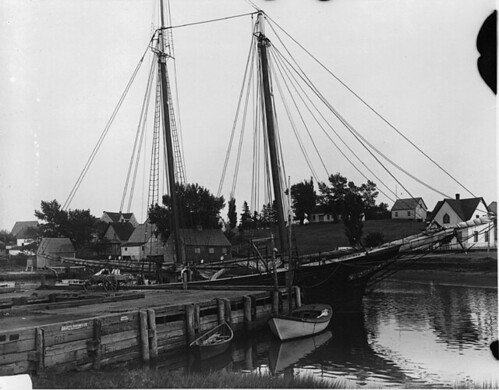 Vessel at wharf, Murray Harbour, PE, 1915 (?)