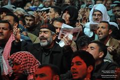 جمع من المؤمنين اثناء ادائهم لدعاء كميل الذي اقيم في منطقة ما بين الحرمين الشريفين