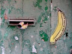 sair da casca? (*L) Tags: streetart sticker lisboa banana bu sortof caixadocorreio pleonasmo