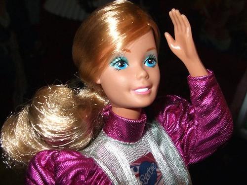 Кукла Барби учит не только любви к одежде