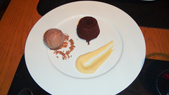 Warm chocolate cake, chocolate ice cream, vainilla cream