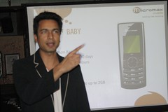 Rahul Sharma - Executive Director Micromax Mobile (honeytech) Tags: india mobile delhi event bloggers mobilephones meet newdelhi bloggersmeet mbm andro micromax honeytech honeytechblog mediaredefined micromaxmobile micromaxandro micromaxandroid
