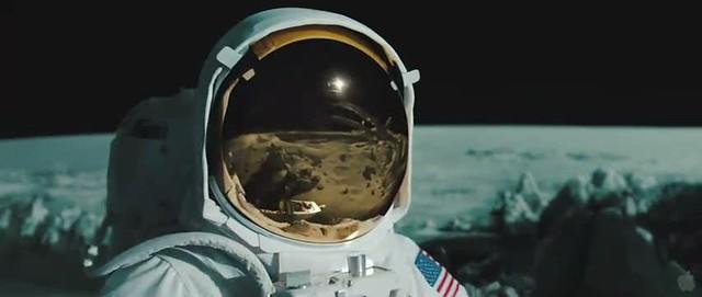 Reflejo Nave en el casco del astronauta