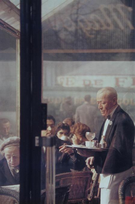 Saul Leiter, Waiter, Paris, 1959
