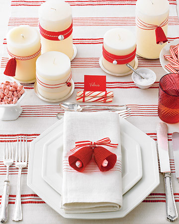 martha-stewart-red-and-white-christmas-table-setting
