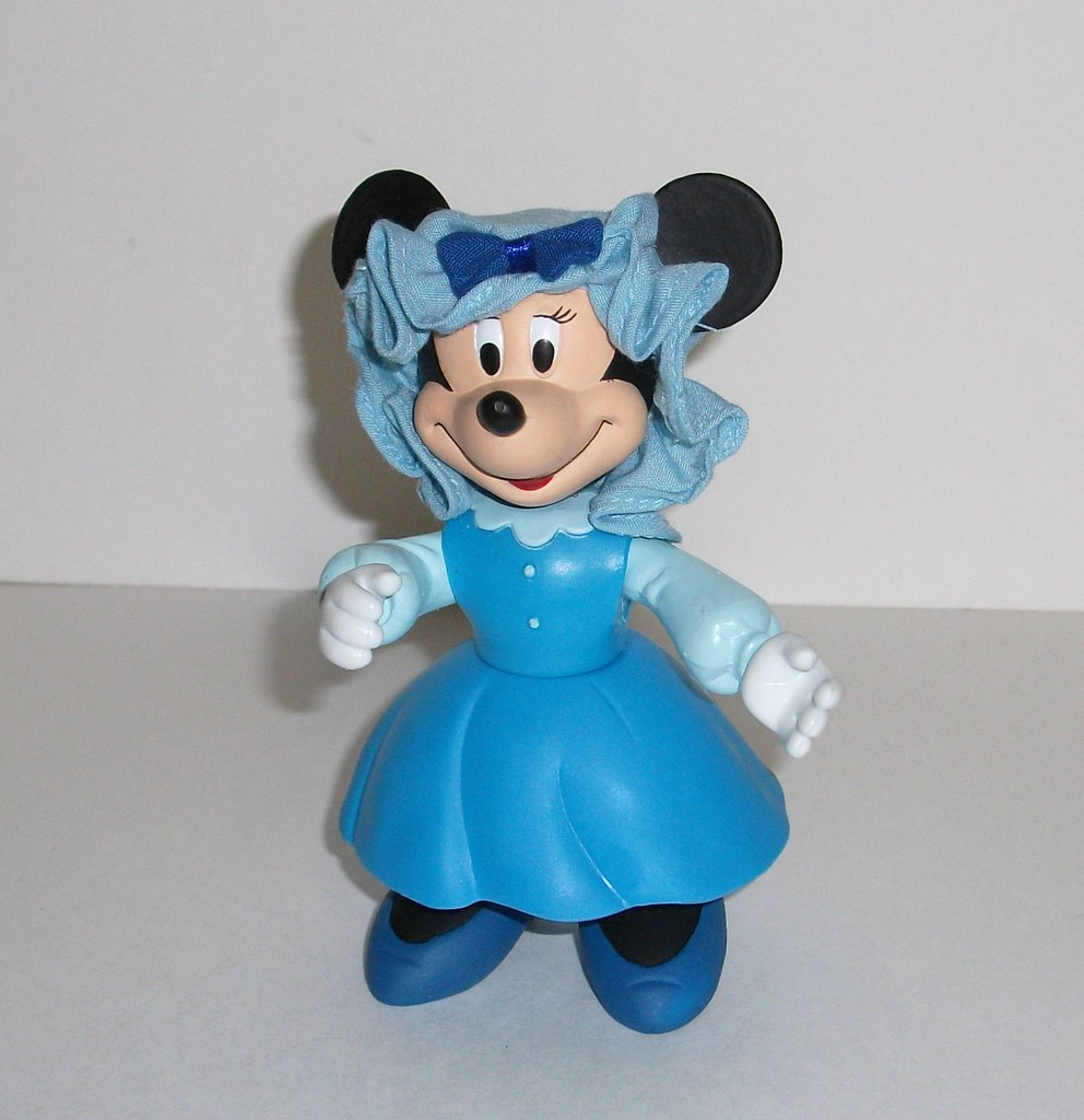 Mickeys Christmas Carol Minnie.Minnie Mouse As Mrs Cratchit Figure Review Infinite Hollywood