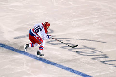 Fehr Crosses Blue Line On Breakaway (clydeorama) Tags: usa ice hockey wet rain outdoors nhl penguins dc washington football pittsburgh blueline stadium caps icehockey pa nightime heinz heinzfield capitals breakaway fehr winterclassic nationalhockeyleague outdoorhockey
