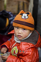 This ain't your fairytale (Woods | Damien) Tags: china street boy orange hat kid shanghai chinese mickey chinadigitaltimes 中国 上海 rue shanghaiist enfant chine 孩子 canonef50mmf18ii huangpudistrict 黄埔区 canoneos60d 王家嘴角街 streettogs wangjiazuijiaostreet