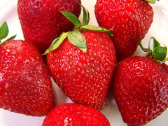 strawberries (dominotic) Tags: red nature fruit strawberries soe platinumheartaward doublyniceshot shieldofexcellencelevel2 level2silverangel level3goldenangel