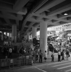 Hong Kong 2010 (BckWht) Tags: rolleiflex hongkong 香港 tmax100 35e 銅鑼灣 xenotar casuewaybay 鵝頸橋底