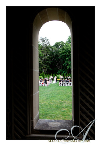 glen-manor-house-newport-ri-wedding- wedding ceremony in gardens view- real wedding