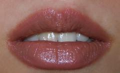 NYX Round Lipstick Creamy Beige (2)