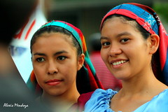 Alto milimetraje aun la sonrisa. (Alexis.Mendoza) Tags: girls people smiles chicas elsalvador santaana centroamerica sonrisas salvadorian imagesfromelsalvador