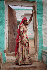 Portrait, Jaisalmer 2016 (MeriMena) Tags: travel cultures woman streetphotography canon450d traditional rural merimena rajasthan colors asia canon india portrates house jaisalmer