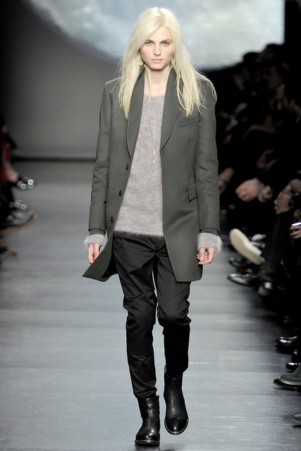 Andrej Pejic3112_FW11_Paris_Paul Smith(VOGUEcom)