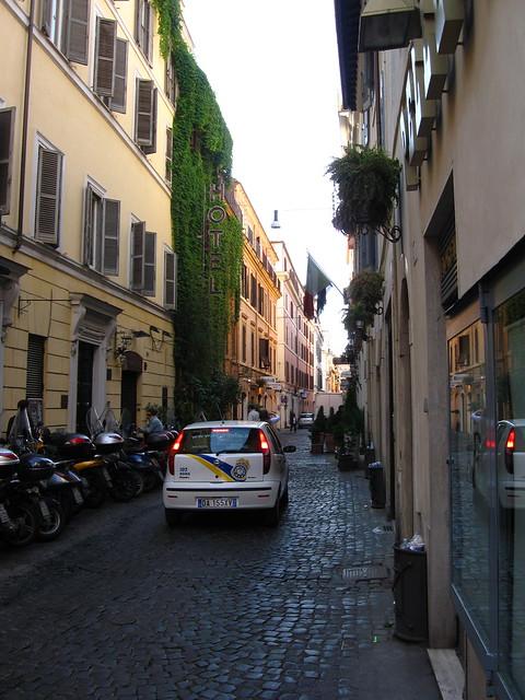 ローマの街角のホテルのフリー写真素材