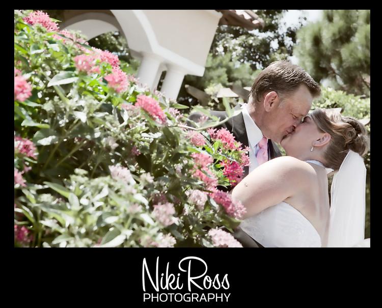 kissing-pinkflowers