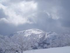 白井岳に太陽が降り注ぐ