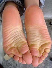Voltafeet 1363 (Dragonotna) Tags: feet soles sexyfeet femalefeet sexysoles femalesoles softsoles