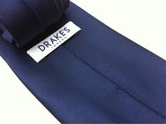 ドレイクスの50オンスな紺無地ネクタイ