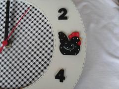 Relgio Galinha Berta 2 (A Flor do Dia) Tags: galinha country patchwork decorao cozinha relgio tecido pinturacountry portarolo quadrogalinha