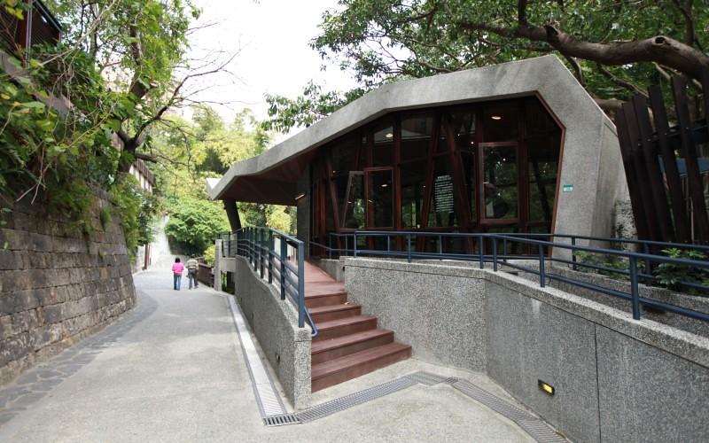 地熱谷前的小型解說館