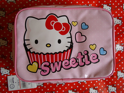 Hello Kitty Sweetie cosmetic pouch by oysho by HKTESSA