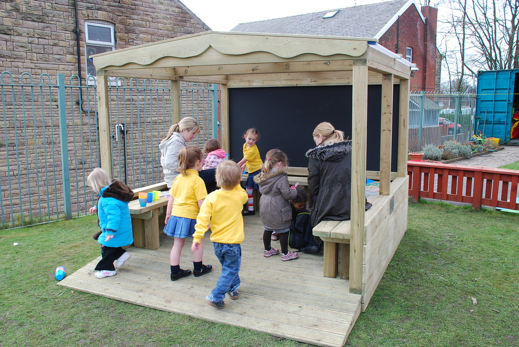 outdoor classroom wooden shelter canopy  kew chateau kew 312