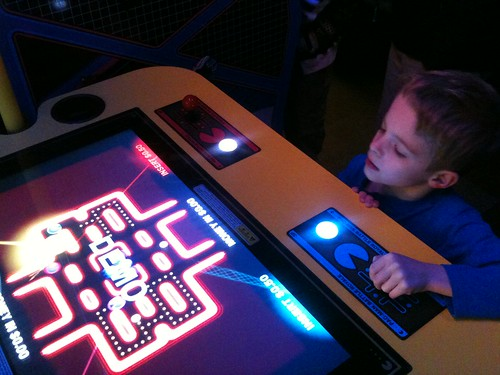 OMG! Ground Kontrol has Pacman Battle Royale. Most awesome arcade deathmatch!