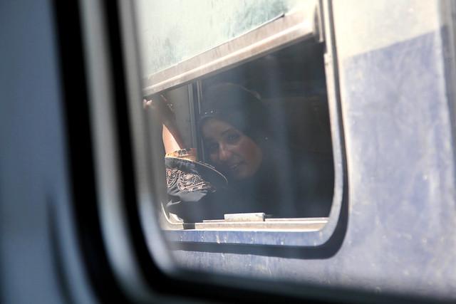 エジプト 列車でルクソールからアスワンへ すれ違い列車