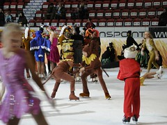 Monkey dance (smerikal) Tags: show ice helsinki skating performance cc human creativecommons figureskating iceshow luistelu j peppi jhalli peppipitktossu ihminen ccbysa pitktossu esitys taitoluistelu muodostelmaluistelu peppipitkatossushow jtanssi jshow