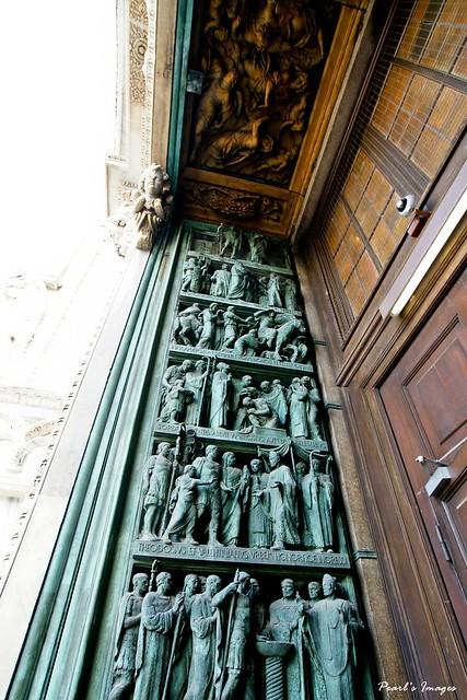 米蘭教堂門外的雕刻