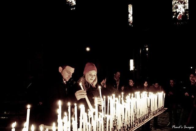 祈願中的情侶