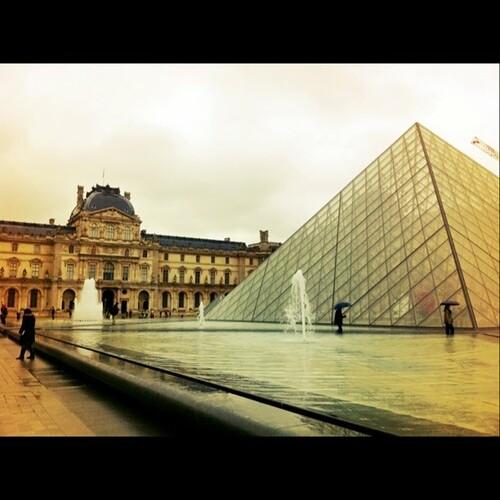 羅浮與金字塔