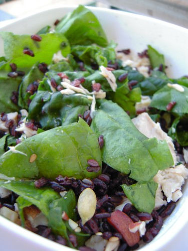spinach salad with black rice and salmon