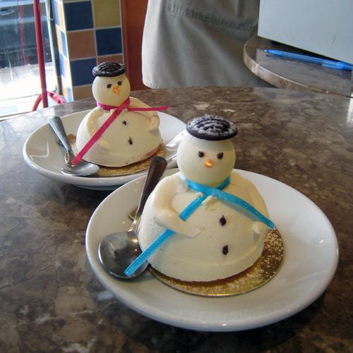 gâteaux en forme de bonhommes de neige