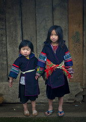 Hmong kids with brand new clothes for New Year - Vietnam (Eric Lafforgue) Tags: girls kids children asia indigo culture tribal vietnam clothes viet tribes asie tet tradition tribe ethnic sapa hmong tribo vietname ethnology tribu  wietnam ethnie hmongs    vietnam6481