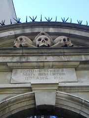The Ghastly Grim (adtx1) Tags: london church skulls grim dickens ghastly oldlondon ec3 olaves londonpool londonthesquaremile