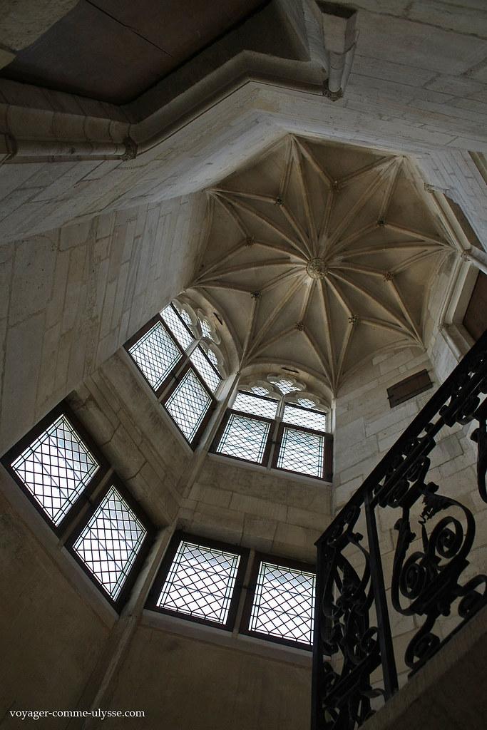 Escalier de la tour Principale, Corps de Logis
