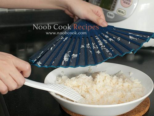 طريقة عمل طبق السوشي الياباني الشهير بالصور 5475475588_5755ff32d3_o.jpg